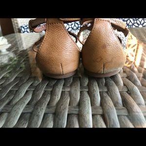 Tory Burch Shoes - Tory Burch Phoebe Flat Thong Sandal Tan Leather.